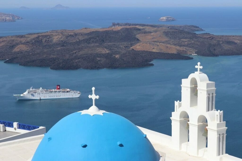 30 Best Things to Do in Santorini: Tips & 3-Day Itinerary Included