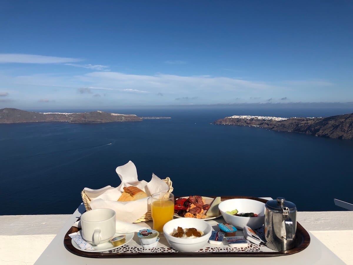 7 Reviews of Santorini Hotels for All Budgets